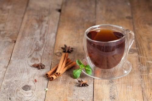 Herbata cynamonowa na wzdęcia