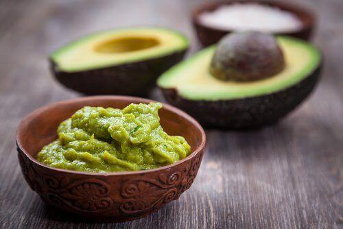 Guacamole Jak odmłodzić skórę dłoni?