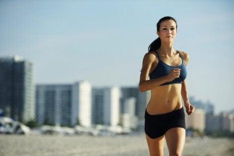 Bieganie na plaży a zdrowa tarczyca