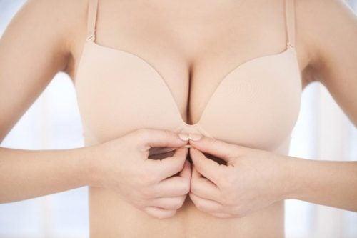 Piersi i ich zdrowie: czy guzki wokół sutków są normalne?