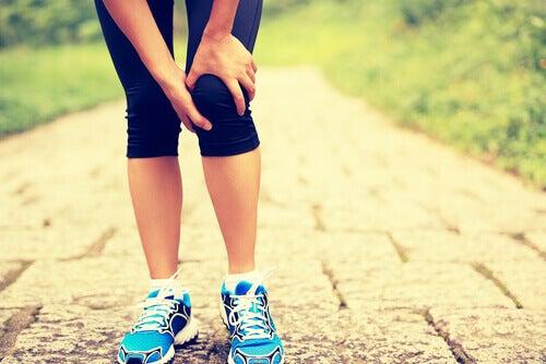 Ból kolana może być wywołany przez niedobór magnezu