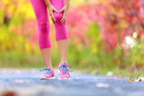 Ból kolana – przyczyny i remedia, które przyniosą ulgę