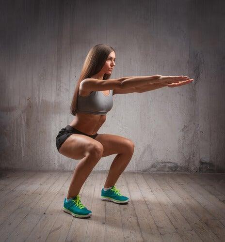 Ćwicząca kobieta.