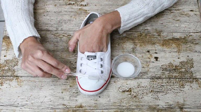 Czyszczenie butów - soda oczyszczona