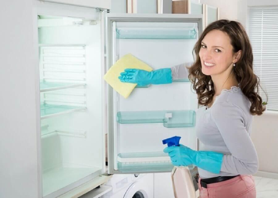 Czyszczenie lodówki a środki czyszczące
