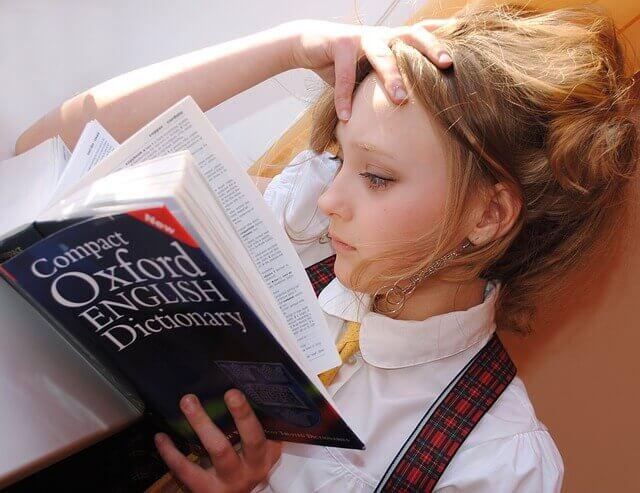 Czytanie dziewczynka a nasza pamięć