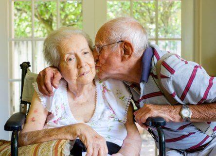 Dwoje starszych ludzi