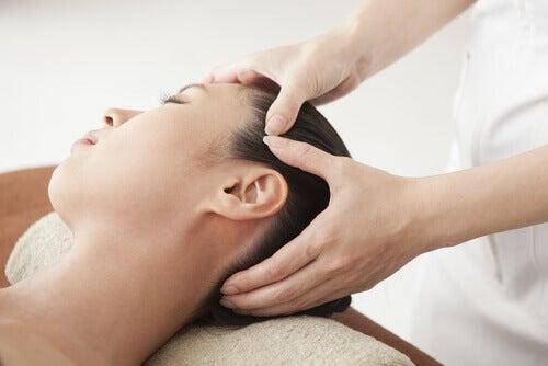 masaż twarzy na zatrzymywanie wody w organizmie