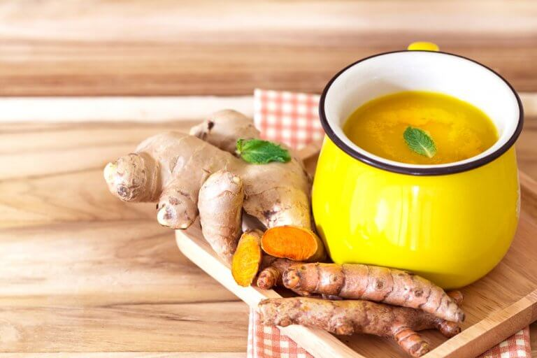 Napój z kurkumy i imbiru na metabolizm