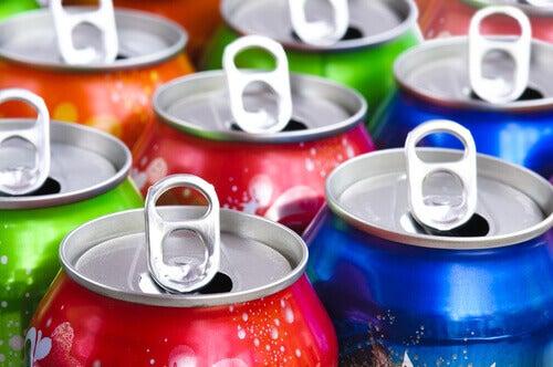 Puszkowane napoje gazowane nie są zdrowe dla dziecka