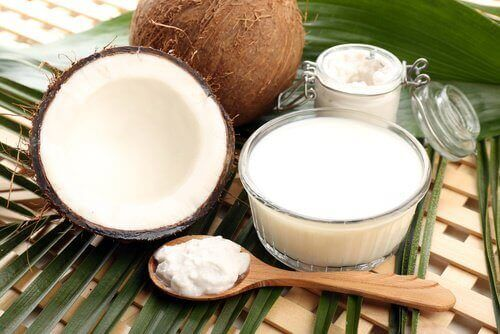 mleko kokosowe na proste włosy