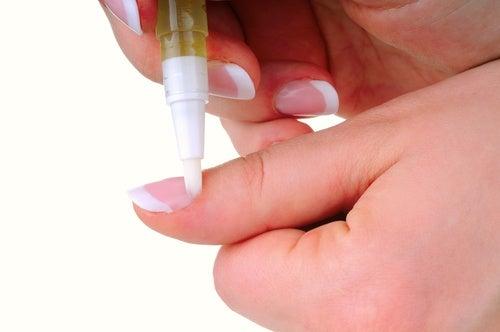 Olejek migdałowy w dbałości o paznokcie na Piękne dłonie