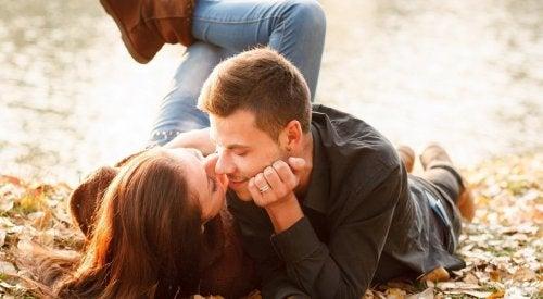 Para na randce w parku