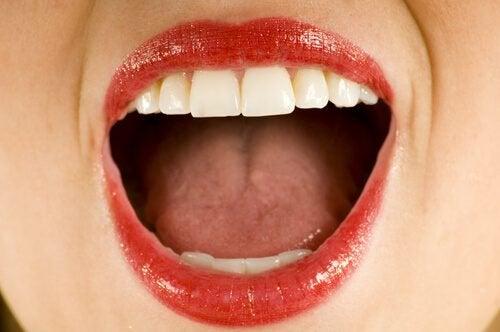 Metaliczny posmak w ustach - poznaj jego przyczynę