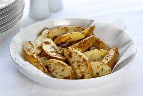Smażone ziemniaki. Wątroba cierpi po spożycie dużych ilości tłuszczu