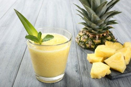 smoothie z ananasa