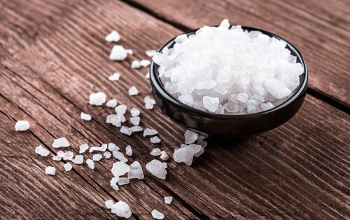 wyczerpanie nadnerczy a unikanie soli - sól gruboziarnistwa w miseczce