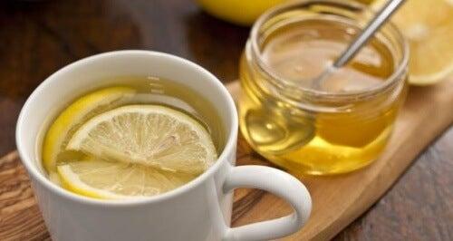 Woda z cytryną na lepszy sen
