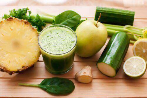 smoothie z zielonych warzyw i owoców - zdrowe zielone koktajle
