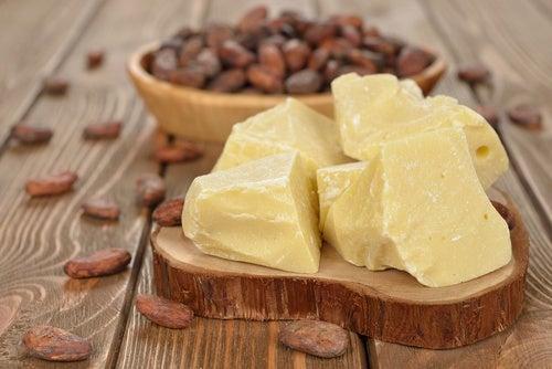 masło kakaowe na naturalne sposoby na rozstępy