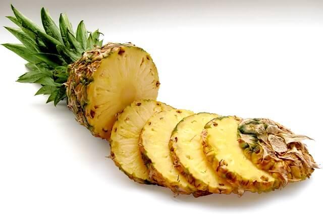 Ananas zawiera bromelinę, ale też neutralizującą ją histaminę. Alergia