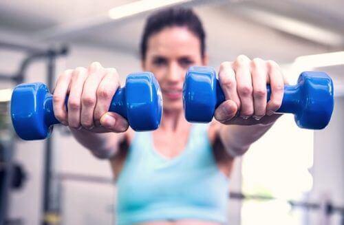 ćwiczenia klatka piersiowa, Ćwiczenie na podniesienie piersi