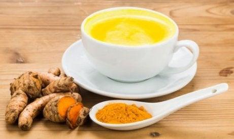 Herbata z kurkumą na ból stawów