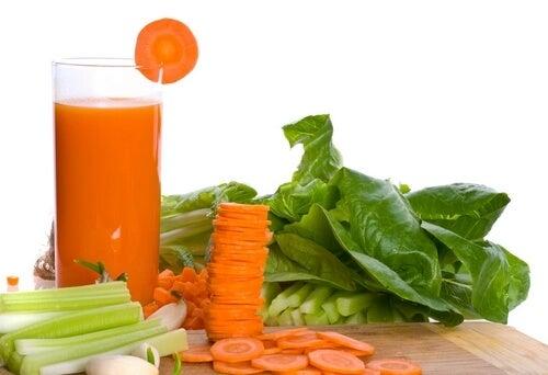 Odprężyć mięśnie – naturalny napój z marchwi i selera naciowego