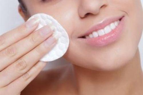 Nawilżenie i nawodnienie skóry – 4 skuteczne sposoby