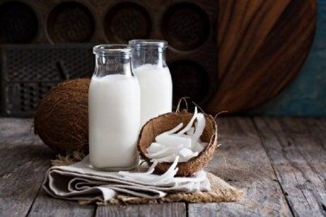 Domowe szampony do włosów na bazie kokosa