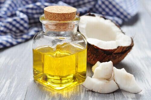 olej kokosowy jako płyn do płukania zębów