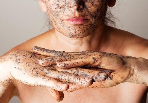 Peeling złuszczający do skóry na bazie olejków