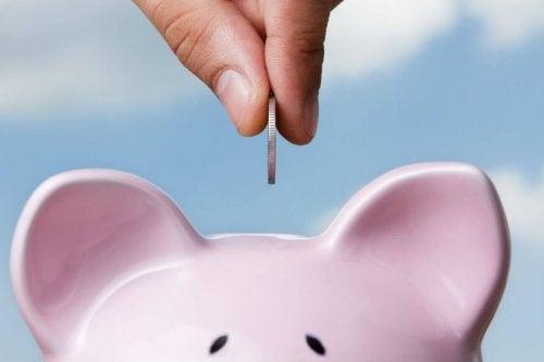 skarbonka oszczędzanie pieniędzy