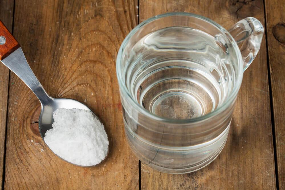 woda i sól na drapanie w gardle