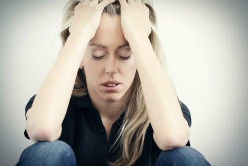 Zestresowana kobieta a Przepuklina rozworu przełykowego