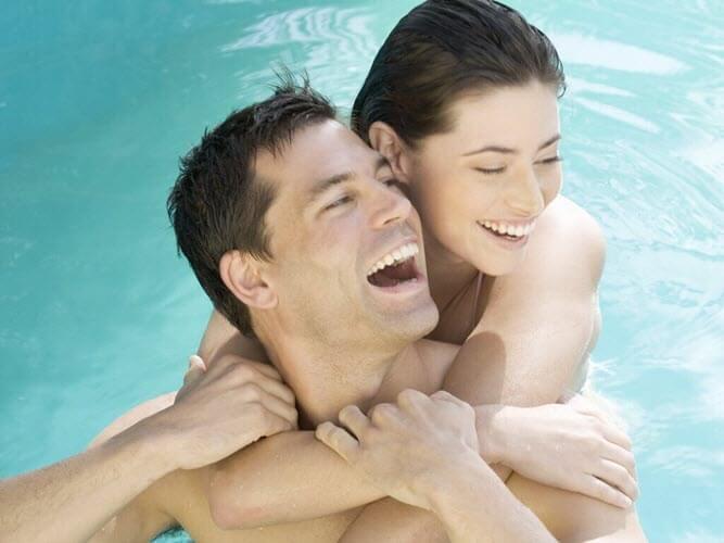 seks w basenie