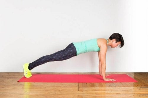 deska plank aby wzmocnić plecy