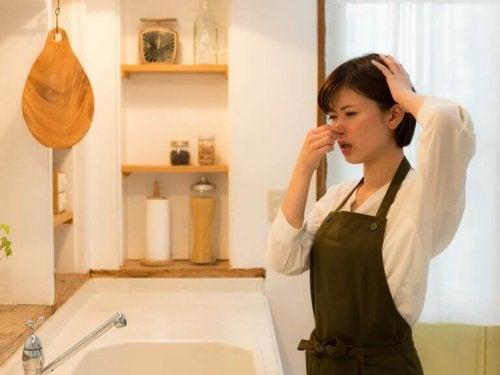 Nieprzyjemny zapach w kuchni – 10 sposobów