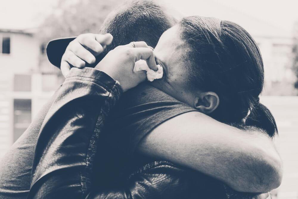 Obejmująca się para a trwanie w związku