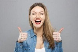 Silna osobowość optymizm, Uśmiechnięta kobieta