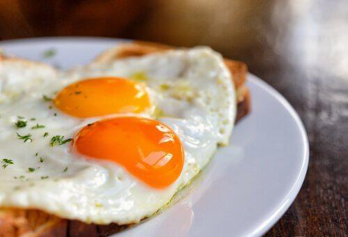 Smażone jajka złe nawyki żywieniowe