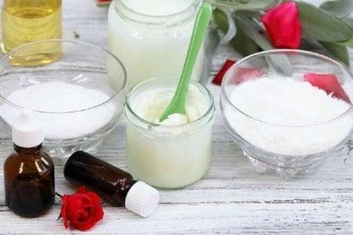 soda oczyszczona i olej kokosowy na wypryski