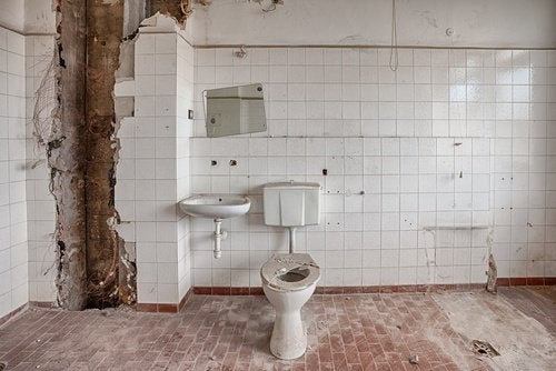 Toaleta publiczna w bardzo złym stanie