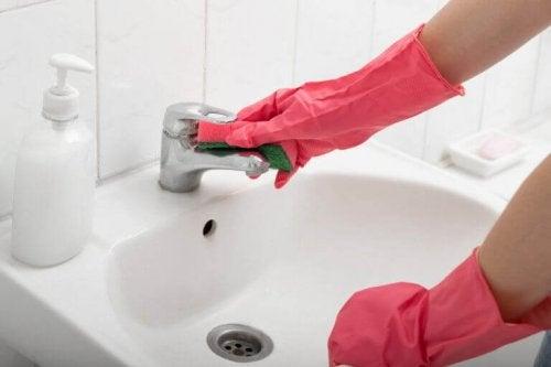 Umywalka czyszczenie, Łazienka sprzątnie