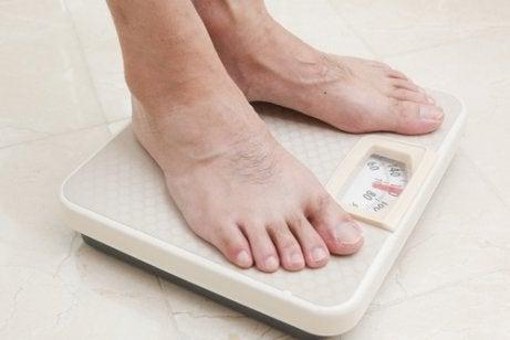 człowiek na wadze