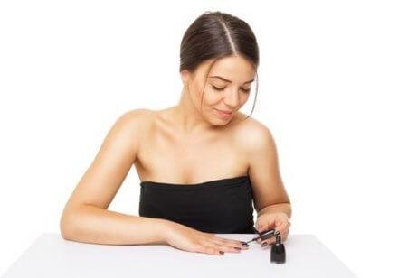Wykonywanie manicure