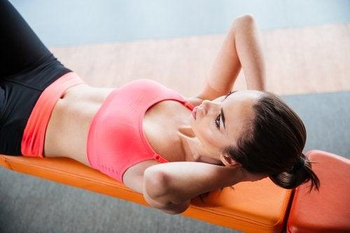 Crunch czyli ćwiczenia na mięśnie brzucha