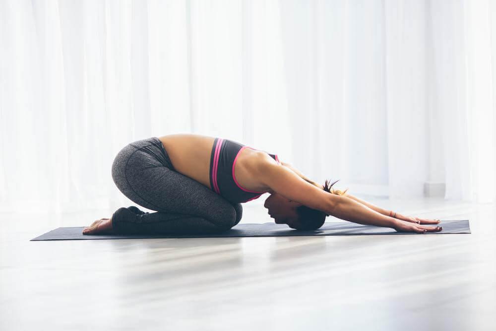 Ćwiczenie rozciągające na wzdęcia i gazy