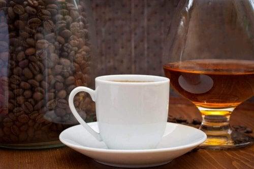 kawa zwiększa kwas moczowy