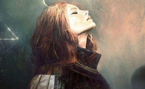 Kobieta z głową do góry